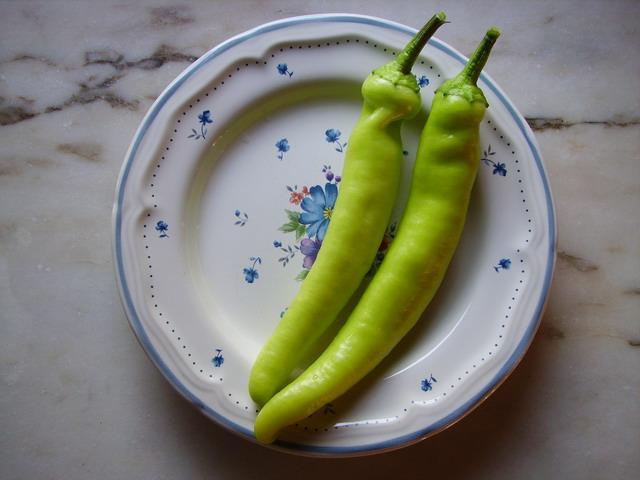 Hungarian Wax pepers op zoek naar een salade