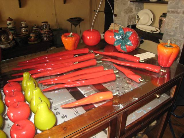 Kreta: kunst met pepers (sorry, ik mocht geen foto's nemen van de kunstenares, maar deed het stiekem toch)