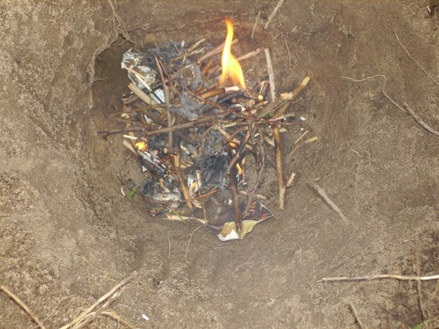 Droog fruithout doen ontbranden