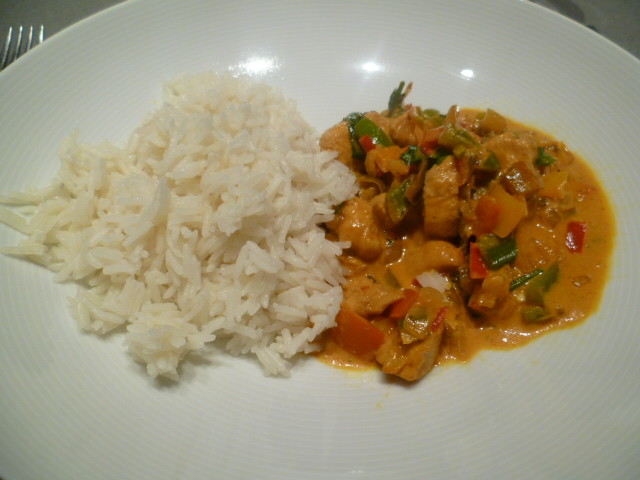 Hete (kip) curry met chilipepers en paprika's