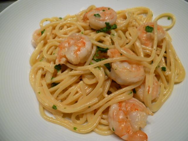 Duiveltjespasta: pasta met garnaalstaarten, pepers, look en room