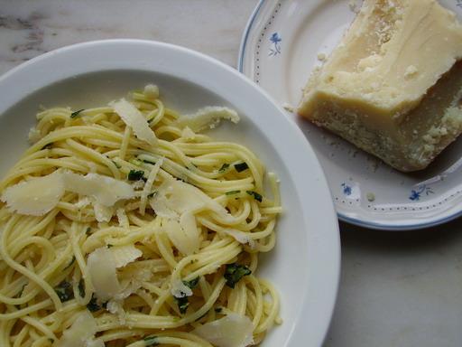 Spaghetti met look, olijfolie en chilis (Aglio, Olio e Peperoncini)